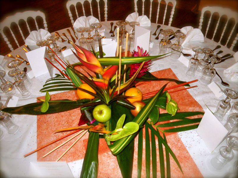 Maylis boniface d coration florale mariage exotique for Composition centre de table